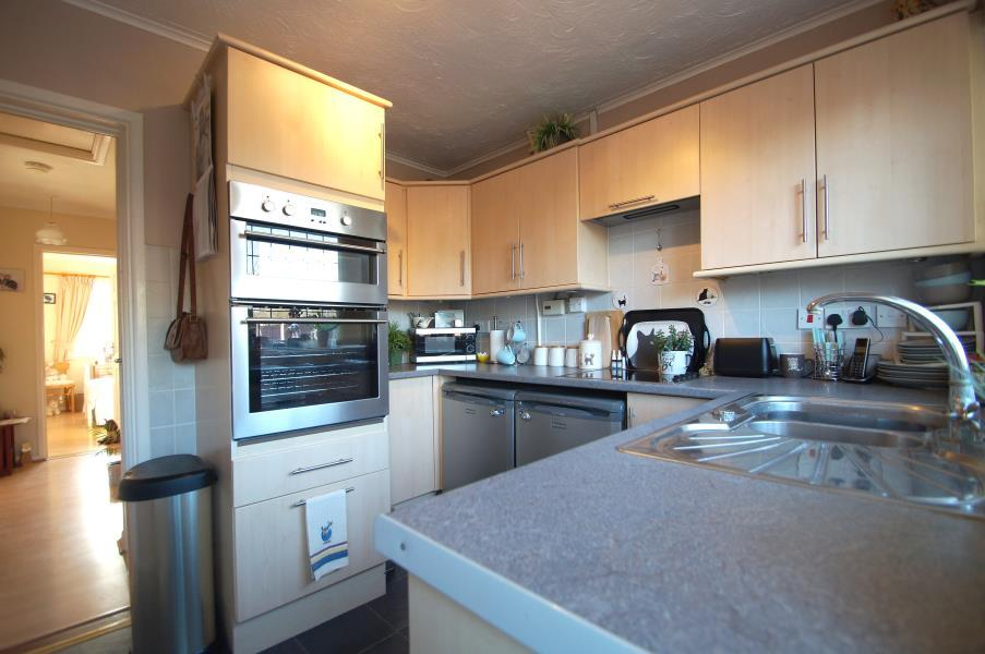2 Bedrooms Bungalow for sale in Cypress Close, Great Clacton