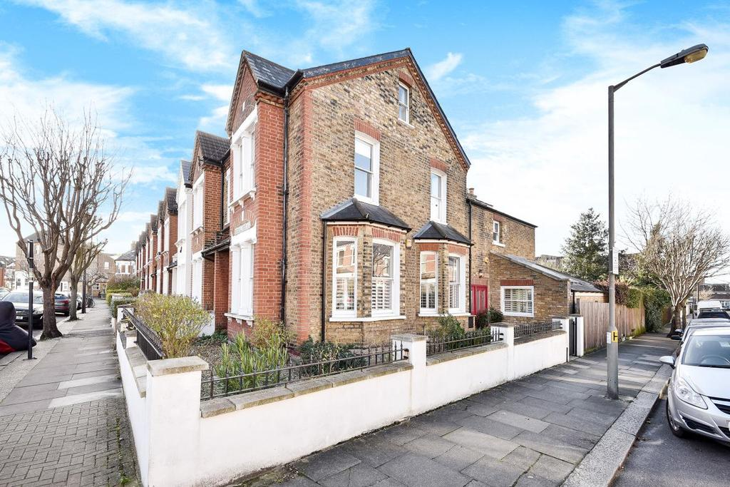 4 Bedrooms Terraced House for sale in Dingwall Road, Earlsfield