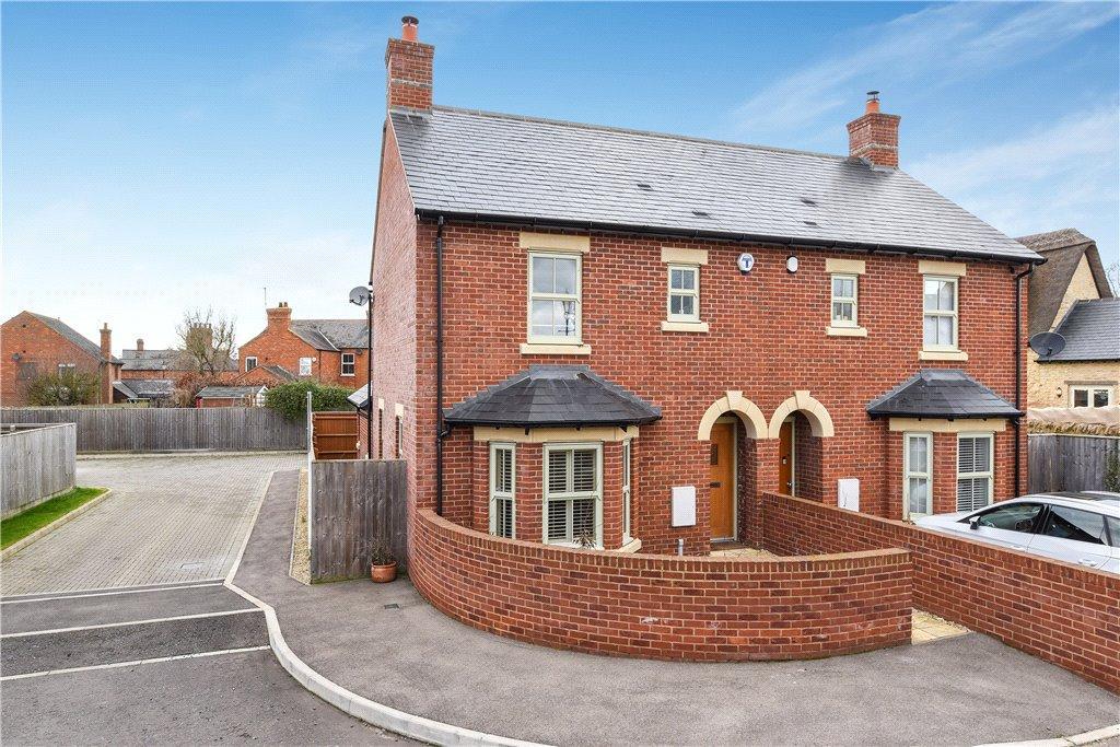3 Bedrooms Semi Detached House for sale in Paddock Close, Castlethorpe, Milton Keynes, Buckinghamshire