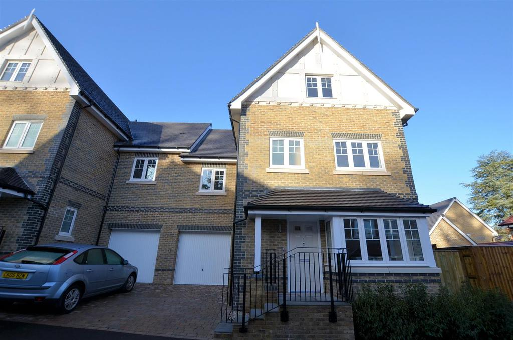 4 Bedrooms House for sale in Rawlins Rise, Purley on Thames, Reading
