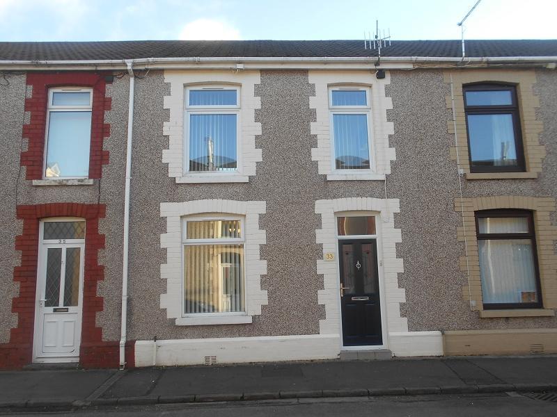 3 Bedrooms Terraced House for sale in Heathfield Avenue, Glynneath, Neath, Neath Port Talbot.