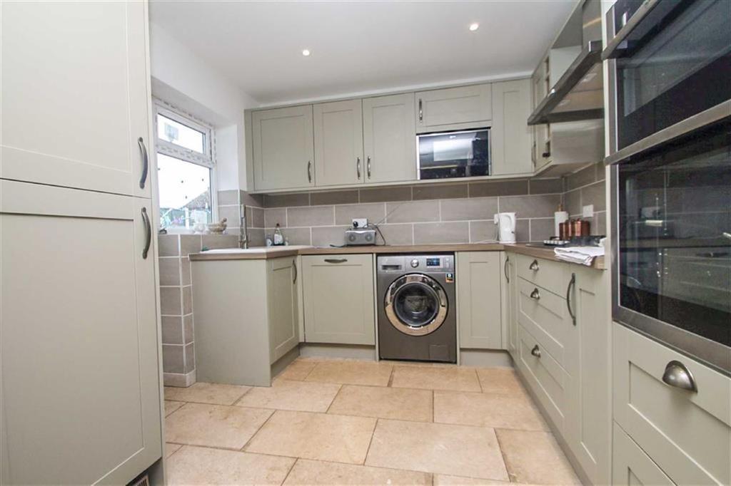 2 Bedrooms Semi Detached Bungalow for sale in Spenser Way, Clacton-on-Sea