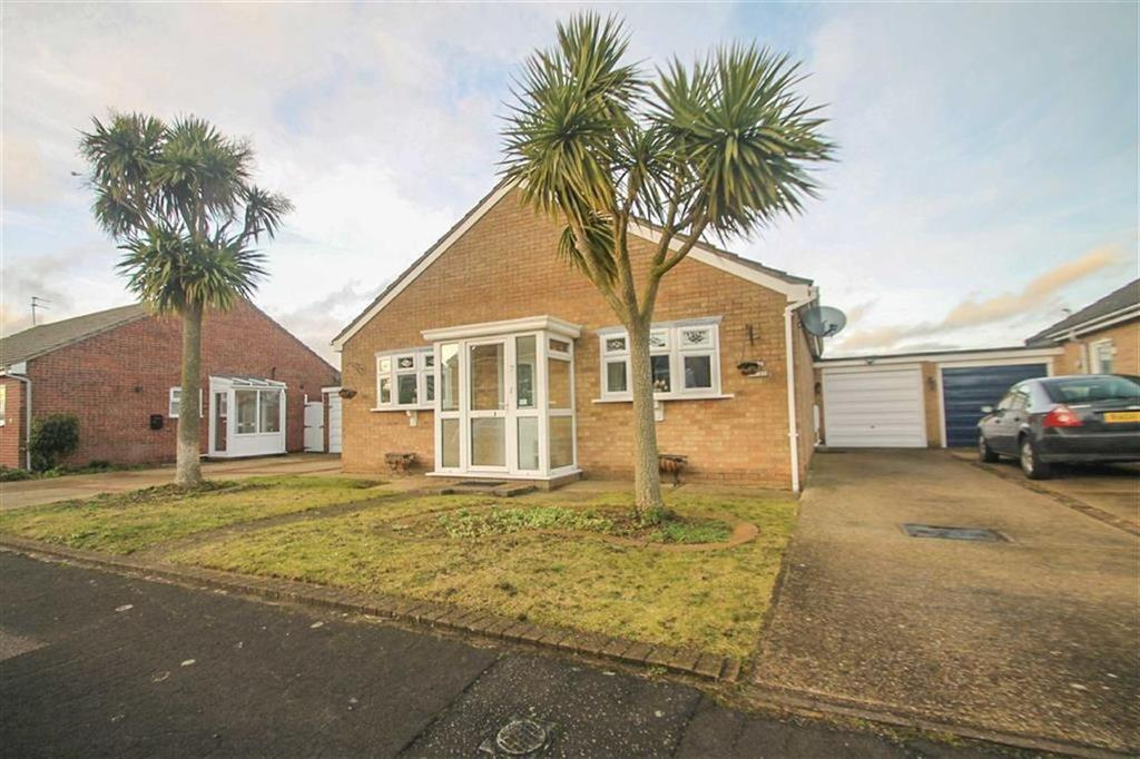 3 Bedrooms Detached Bungalow for sale in Blyford Road, Clacton-on-Sea