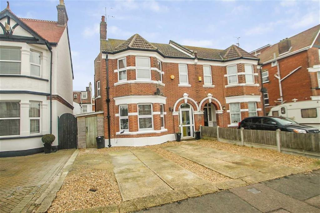5 Bedrooms Semi Detached House for sale in Penfold Road, Clacton-on-Sea