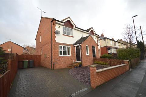 3 bedroom semi-detached house for sale - Henshaw Lane, Yeadon, Leeds