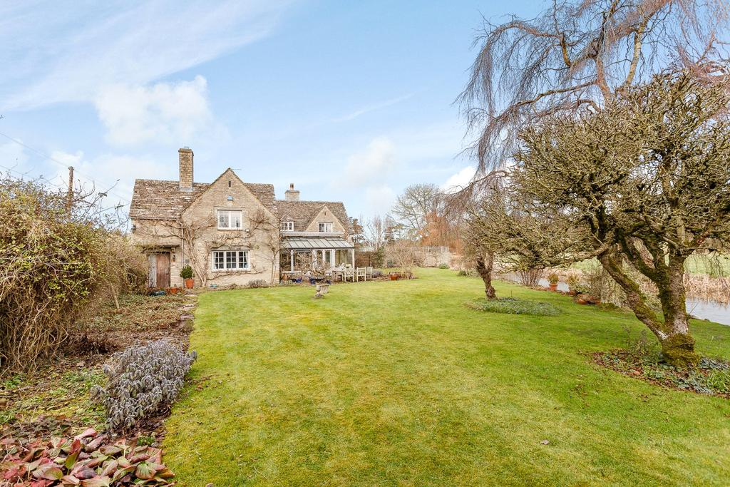 4 Bedrooms Detached House for sale in Victoria Road, Quenington, Cirencester, Gloucestershire, GL7