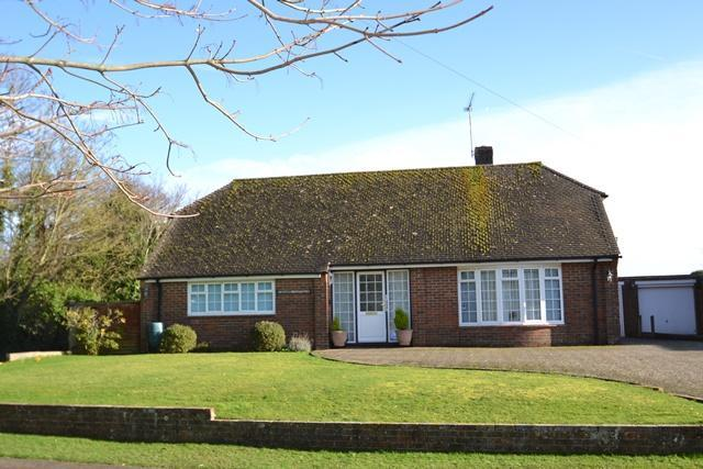 2 Bedrooms Detached Bungalow for sale in Sea Lane, Ferring, BN12 5ED