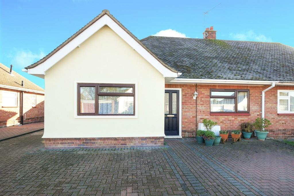 3 Bedrooms Semi Detached Bungalow for sale in Blandford Road, Ipswich