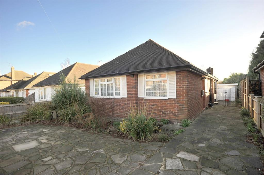 3 Bedrooms Detached Bungalow for sale in Sebastian Avenue, Shenfield, Brentwood, Essex, CM15