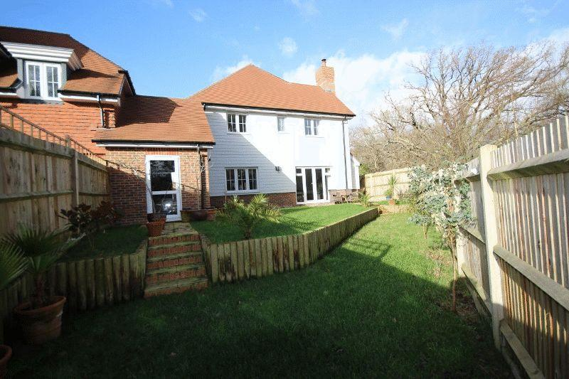 4 Bedrooms Detached House for sale in Renfields, Haywards Heath