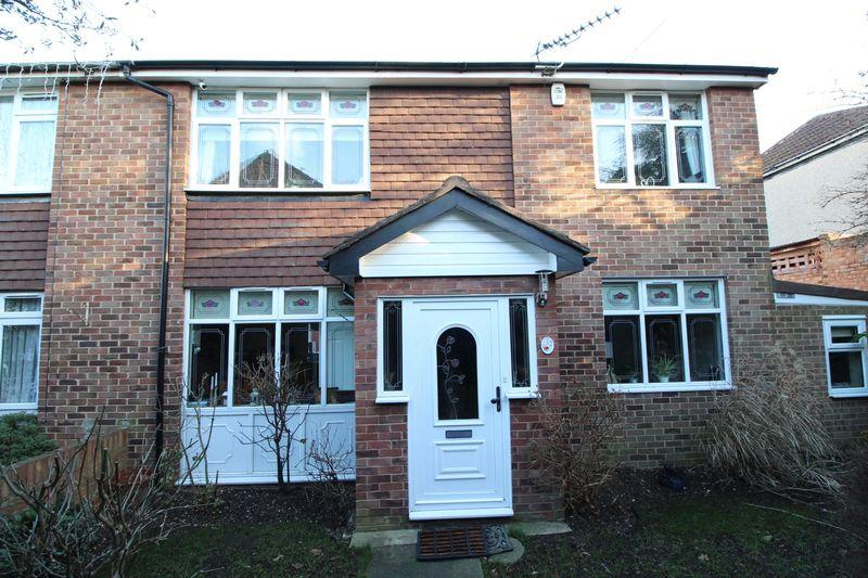 4 Bedrooms Semi Detached House for sale in Cameron Close, Bexley