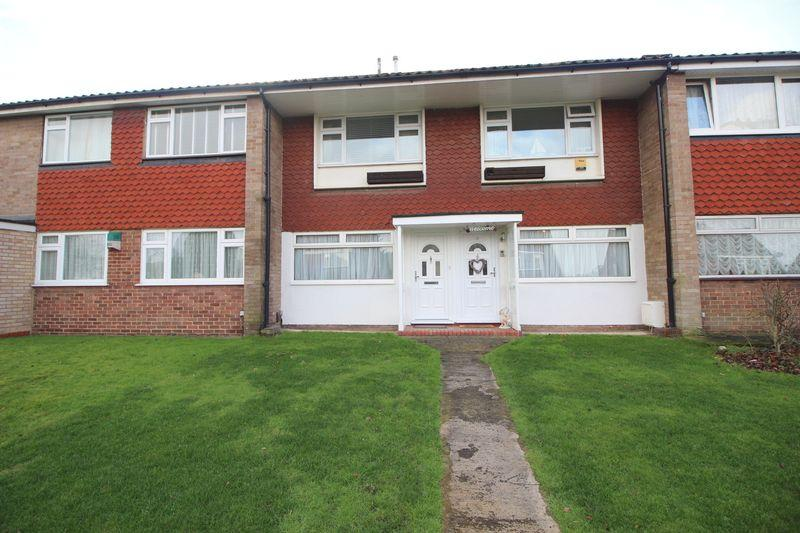 2 Bedrooms Maisonette Flat for sale in Appledore Crescent, Sidcup, DA14 6RG