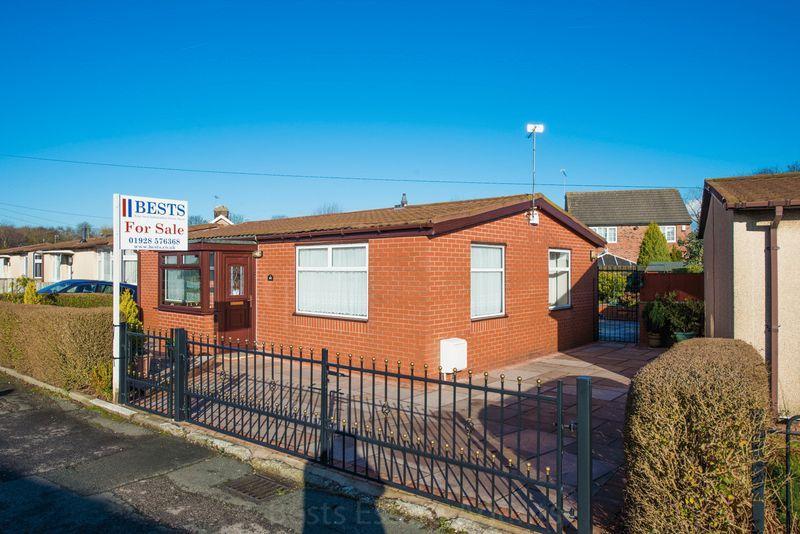 2 Bedrooms Detached Bungalow for sale in Highlands Road, Higher Runcorn