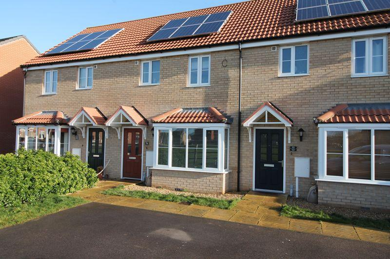 3 Bedrooms Terraced House for sale in Viscount Close, Pinchbeck