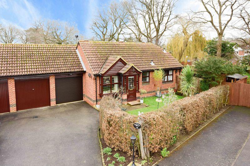 2 Bedrooms Semi Detached Bungalow for sale in West Horsley