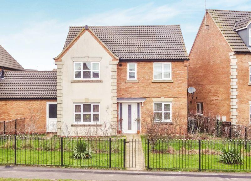 4 Bedrooms Detached House for sale in Lyveden Way, Oakley Vale, Corby