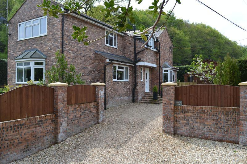 4 Bedrooms Detached House for sale in Singrett Hill, Wrexham