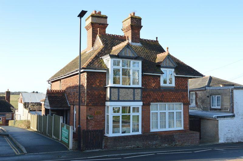 4 Bedrooms Detached House for sale in NETTLESTONE VILLAGE
