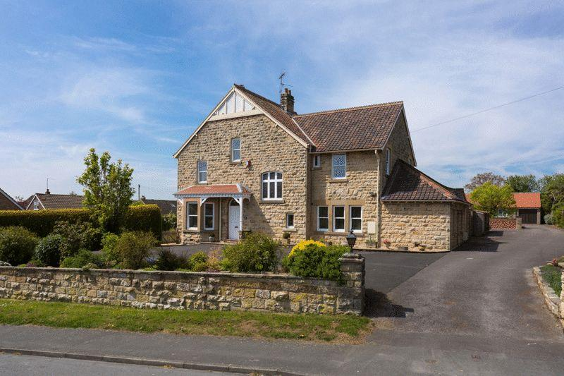 5 Bedrooms Detached House for sale in The Lodge, Thornton le Dale