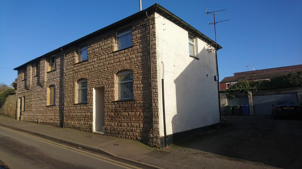 2 Bedrooms Semi Detached House for sale in Manor Road, Brackley