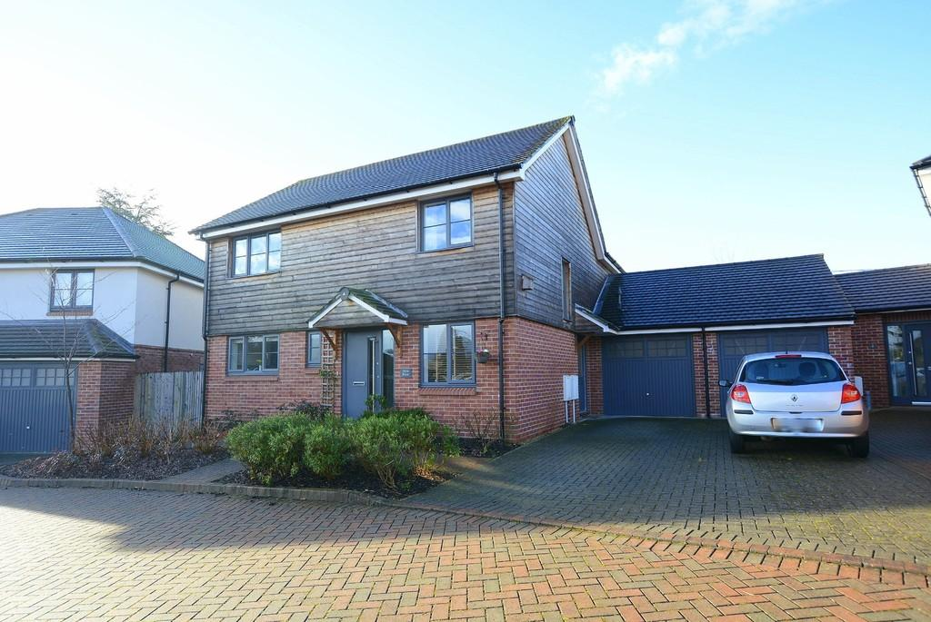 4 Bedrooms Link Detached House for sale in Potters Place, Verwood