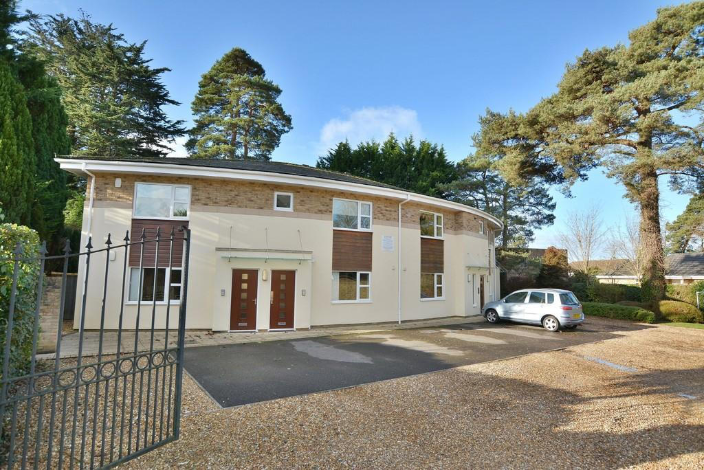 2 Bedrooms Apartment Flat for sale in Manor Court, 9 Manor Close