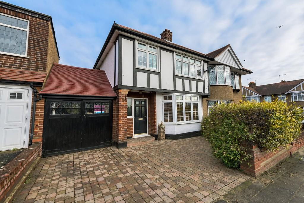 3 Bedrooms Semi Detached House for sale in Broadmead Road, Woodford Green