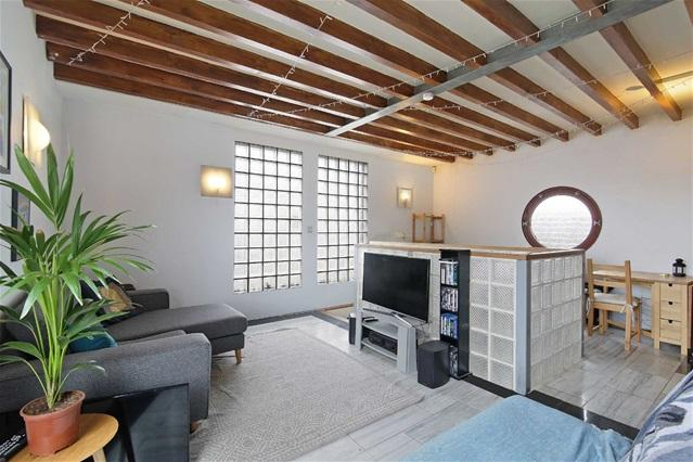 2 Bedrooms Flat for sale in Latin Quarter, Grasmere Road, Plaistow