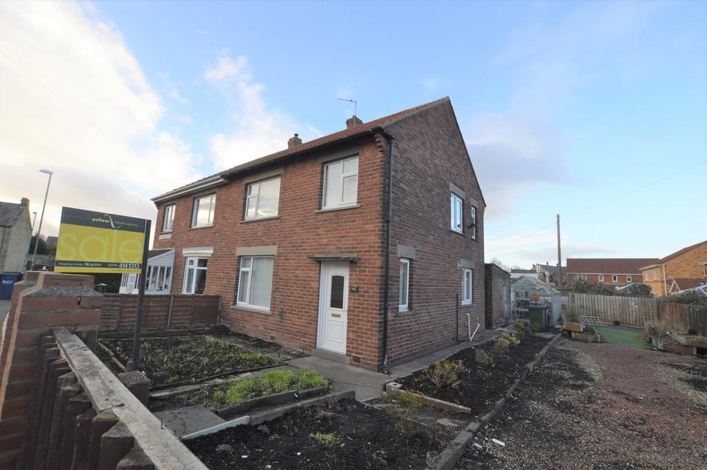 3 Bedrooms Semi Detached House for sale in Half Fields Rd, Winlaton
