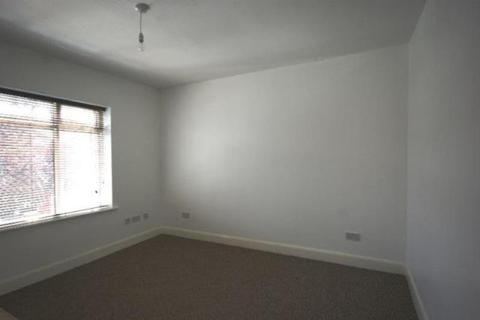 Flat to rent - Tillotson Road, Flat 4, Edmonton, London, N9 9AG