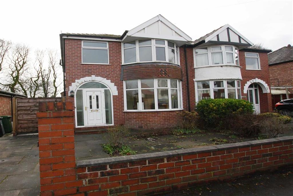 3 Bedrooms Semi Detached House for sale in Clough Avenue, Sale