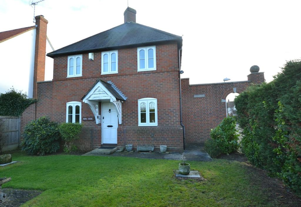 3 Bedrooms Detached House for sale in Wash Road, Basildon, Essex, SS15