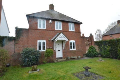 3 bedroom detached house for sale - Wash Road, Noak Bridge Essex, SS15