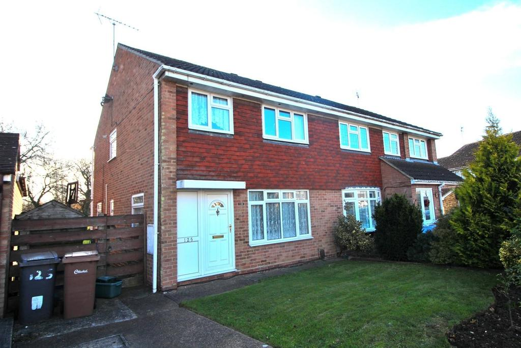 3 Bedrooms Semi Detached House for sale in Goshawk Drive, Chelmsford, Essex, CM2