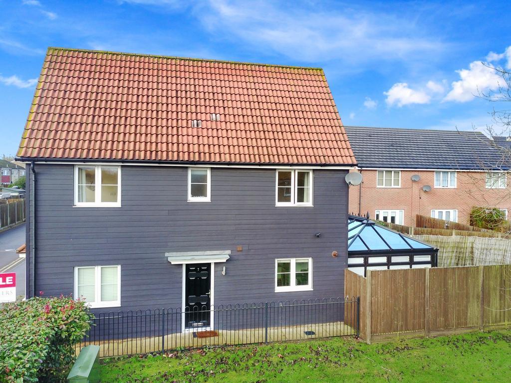 3 Bedrooms House for sale in Blenheim Way, North Weald, Essex, CM16