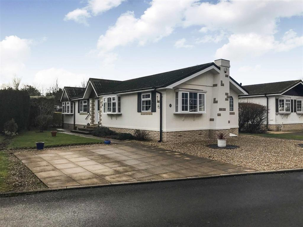 3 Bedrooms Detached Bungalow for sale in Willow court, Heathcote, Warwick
