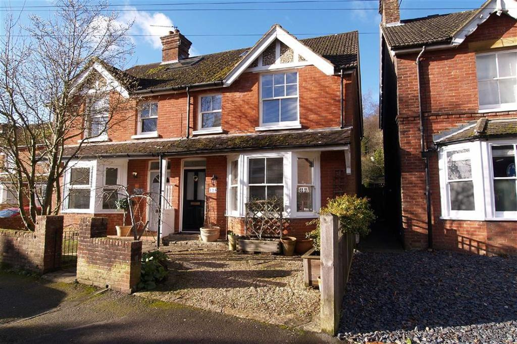 3 Bedrooms Semi Detached House for sale in Lion Lane, Haslemere, Surrey, GU27