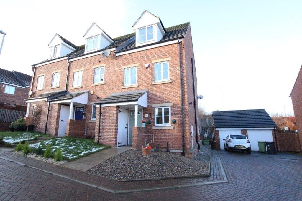 3 Bedrooms End Of Terrace House for sale in Hawthorn Lane, CLECKHEATON