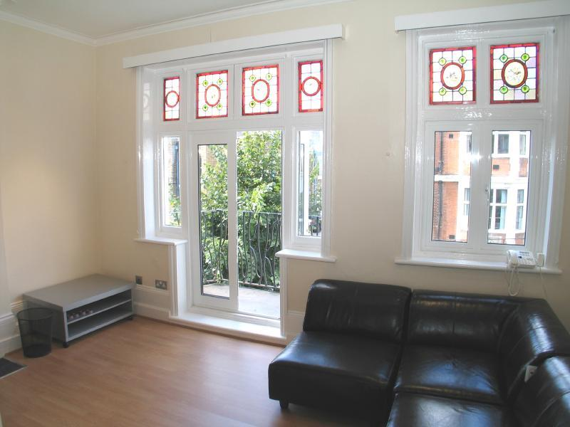 4 Bedrooms Flat for rent in Cherington Road, Hanwell, London W7