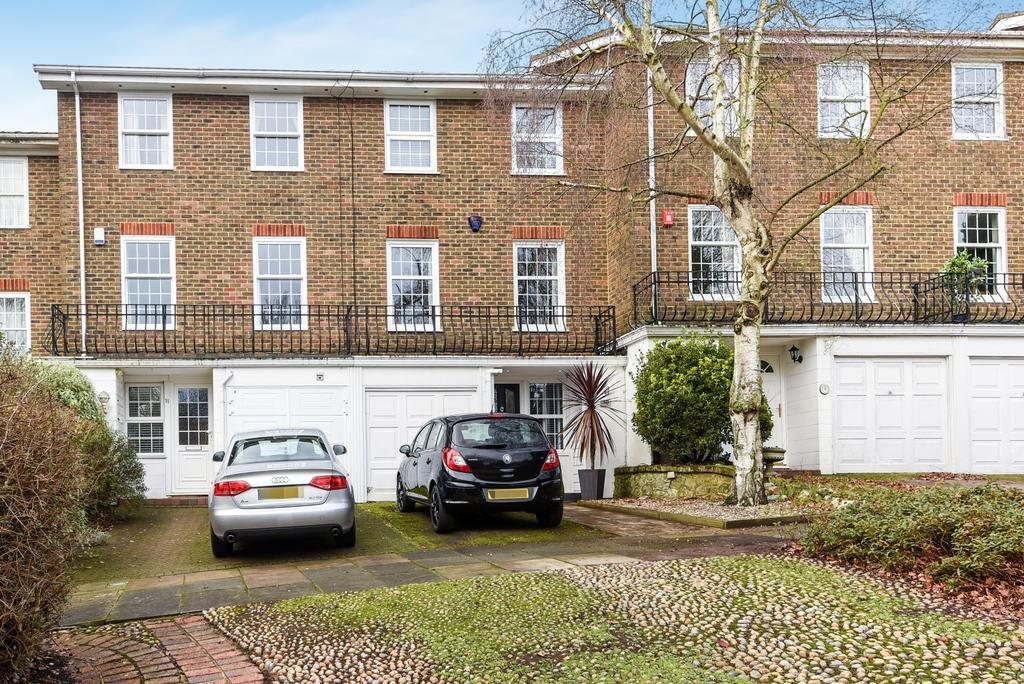 3 Bedrooms Town House for sale in Kenilworth Gardens London SE18
