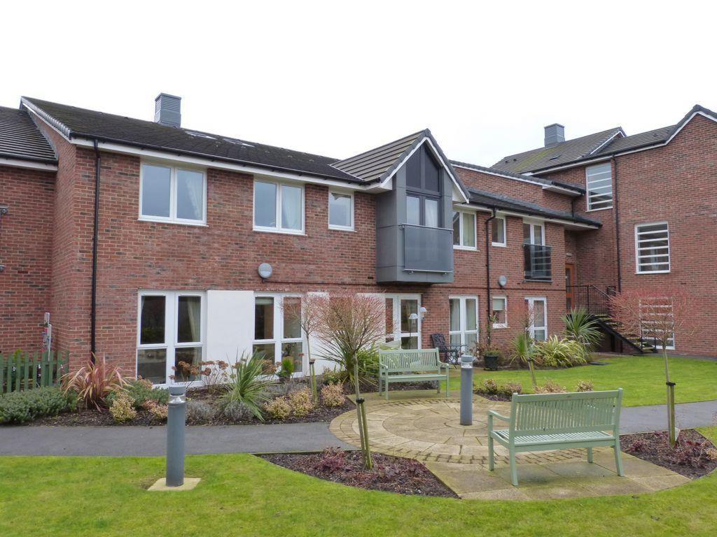 2 Bedrooms Apartment Flat for sale in Coronation Court, Ormskirk, L39