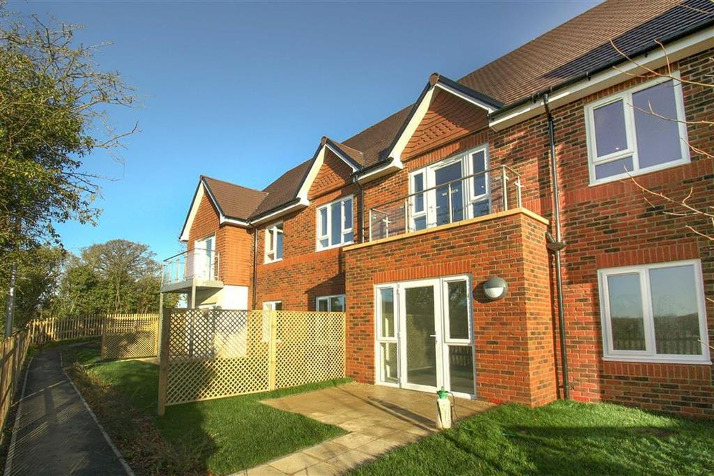 2 Bedrooms Flat for sale in Blenheim Court, Liss, Hampshire, GU33