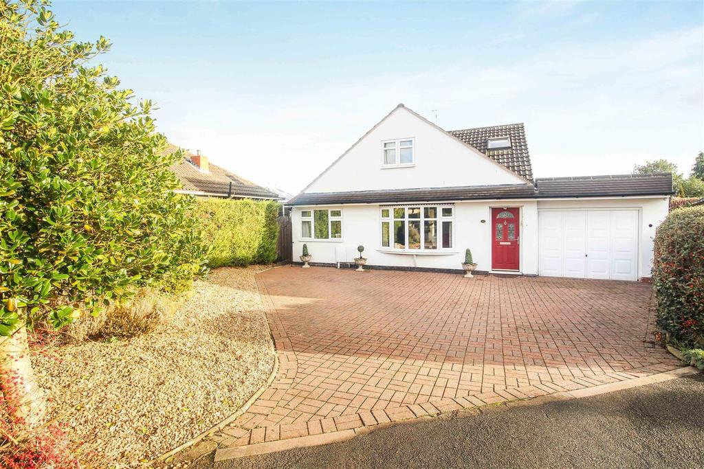 3 Bedrooms Detached Bungalow for sale in Greville Smith Avenue, Whitnash, Leamington Spa