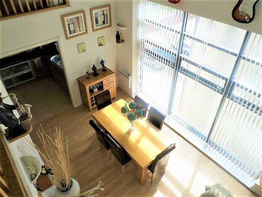 3 Bedrooms Apartment Flat for sale in St Christophers Court, Maritime Quarter, Swansea