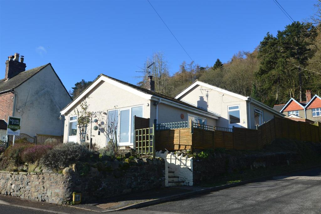3 Bedrooms Detached Bungalow for sale in 83 Shrewsbury Road, Church Stretton, SY6 6EY