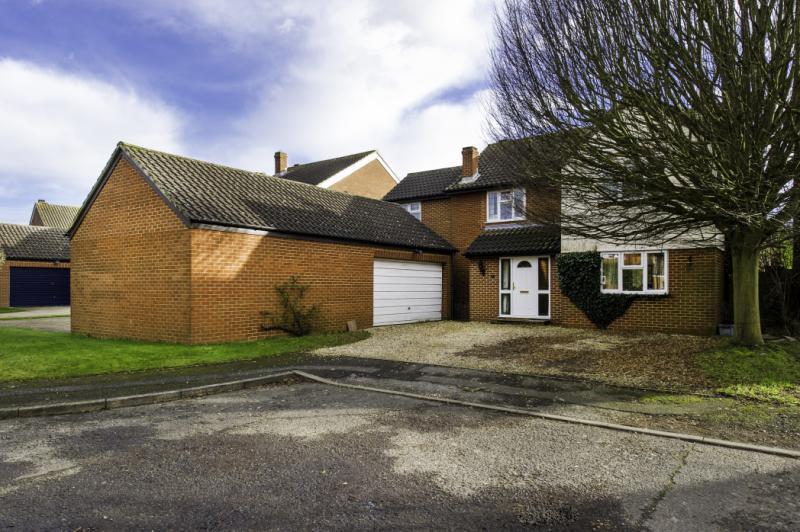 4 Bedrooms Detached House for sale in Mill Road, Oakley, Aylesbury, Buckinghamshire