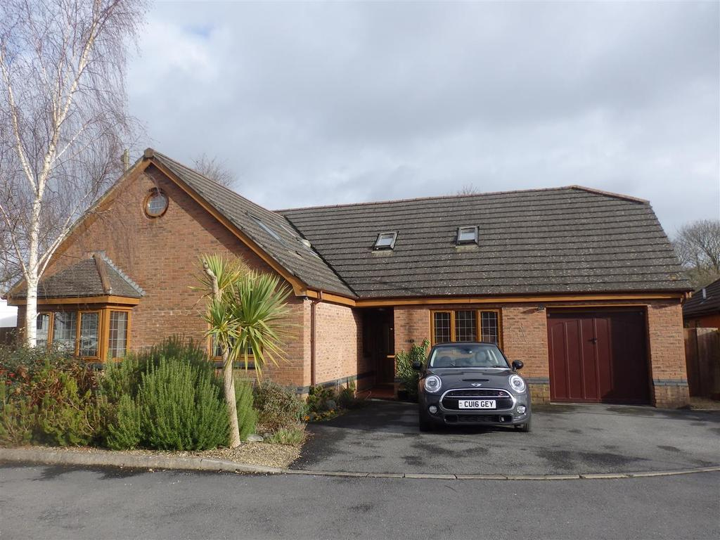 4 Bedrooms Detached Bungalow for sale in Coed Y Bwlch, Bynea, Llanelli