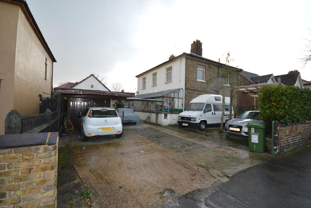 5 Bedrooms Detached House for sale in Great Gardens Road, Hornchurch, Essex, RM11