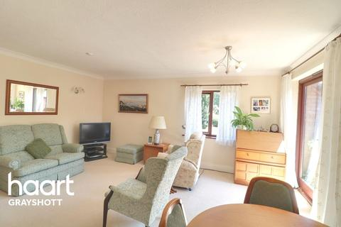 2 bedroom flat for sale - St Austins, Grayshott