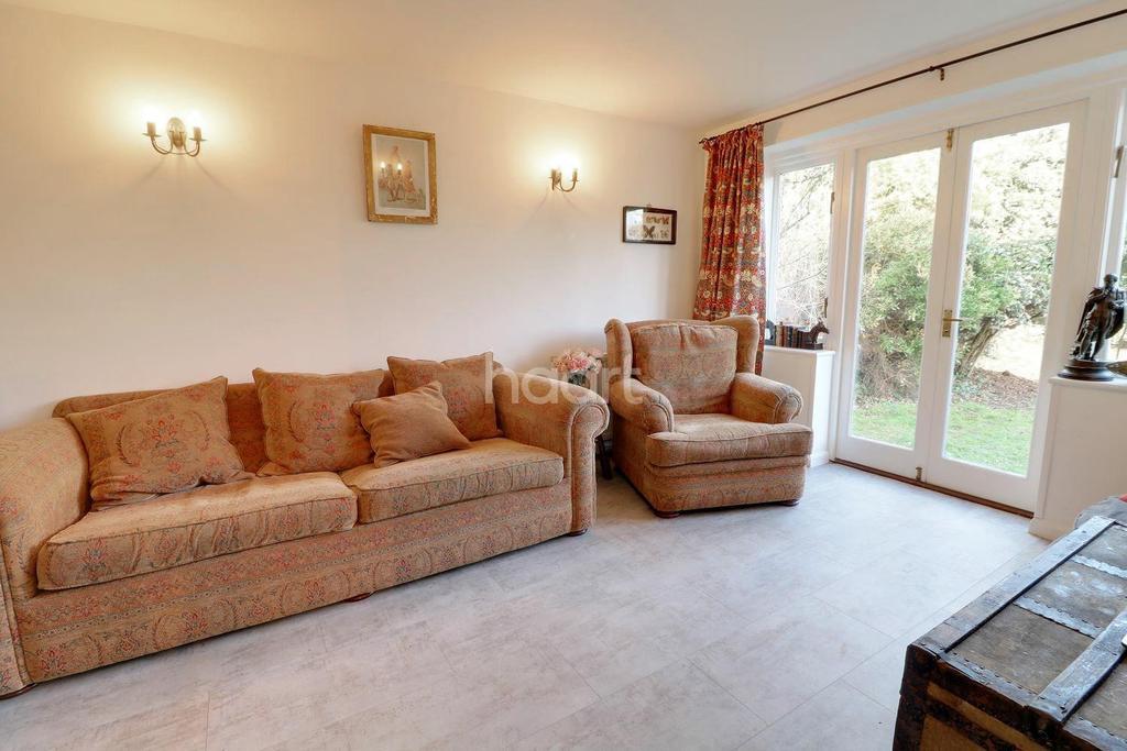 3 Bedrooms Bungalow for sale in Pinkneys Road